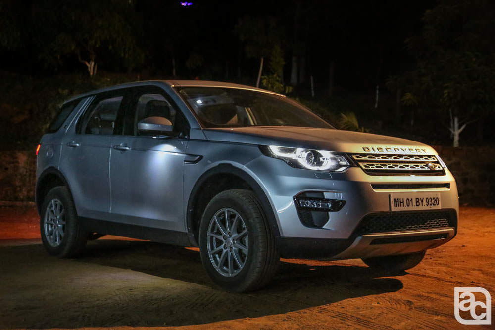 2016 Land Rover Discovery Sport at night