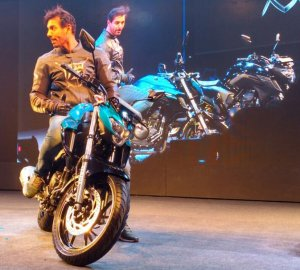 John Abraham with the FZ25,Brand Ambassador Yamaha, India.(SOURCE)