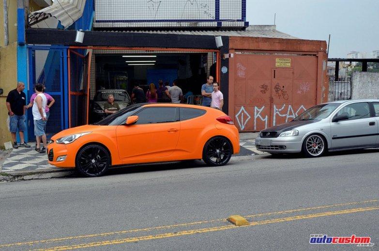 oversign-fachada-veloster-laranja