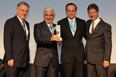 """Prêmio """"A Marca Mais Desejada"""" na categoria Ônibus e Caminhões para a Volvo"""