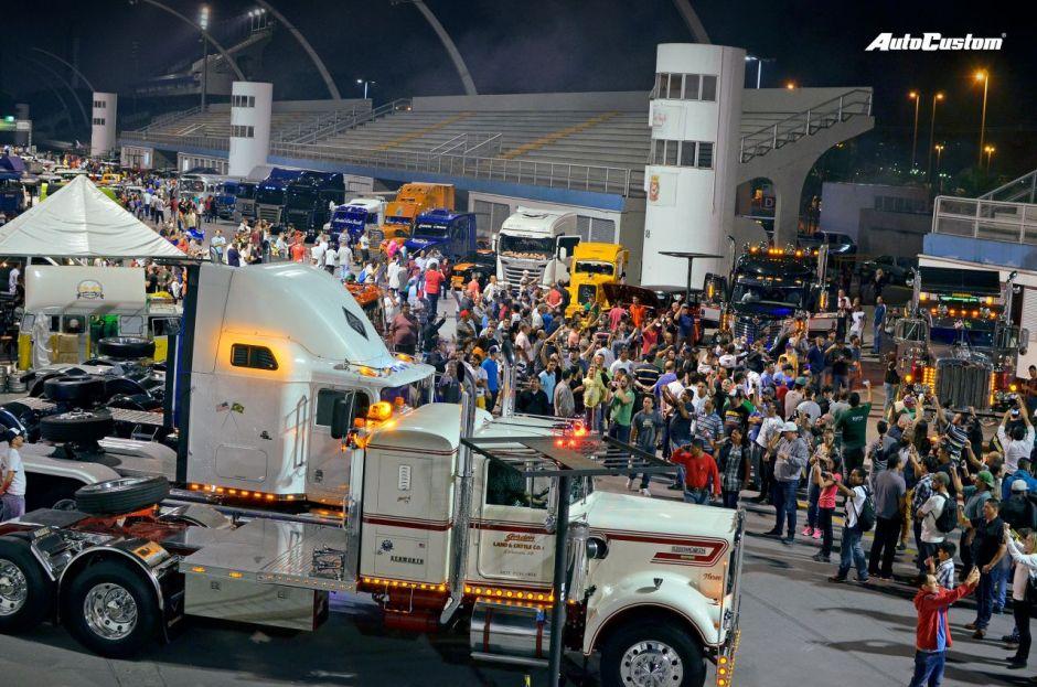 Noite dos Caminhões e Ônibus Antigos - Anhembi 2016