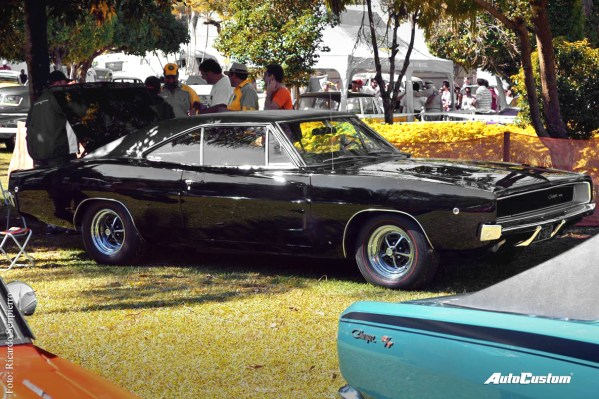 Dodge Charger R/T (Americano)