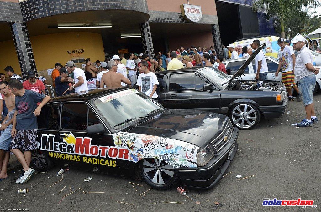 9-mega-motor-2013-burnout-wheeling-carros-som-042