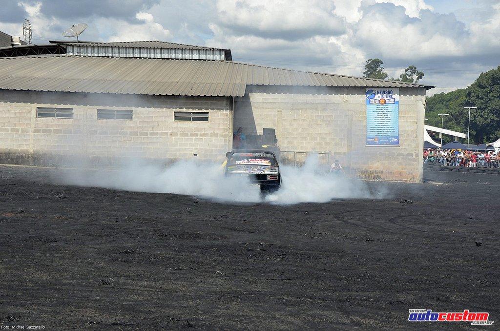 9-mega-motor-2013-burnout-wheeling-carros-som-159