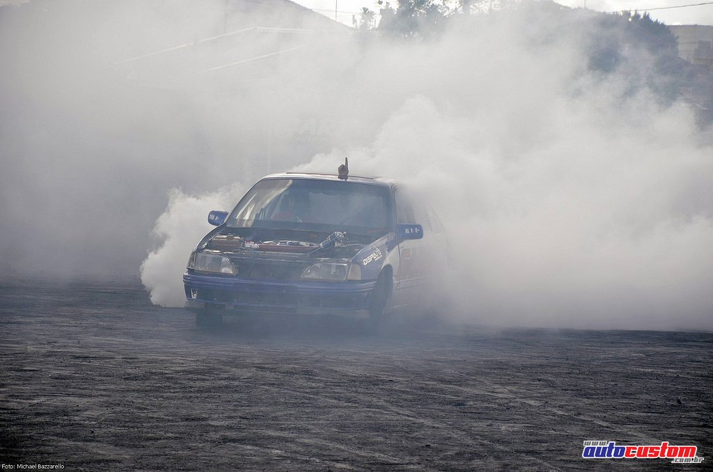 9-mega-motor-2013-burnout-wheeling-carros-som-211