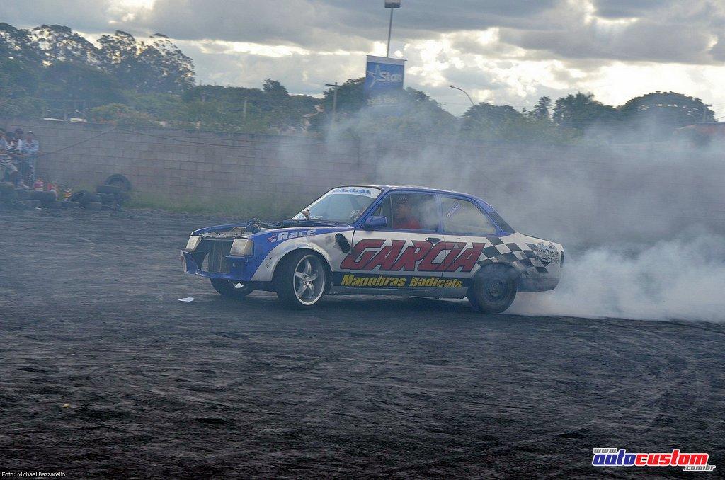 9-mega-motor-2013-burnout-wheeling-carros-som-224