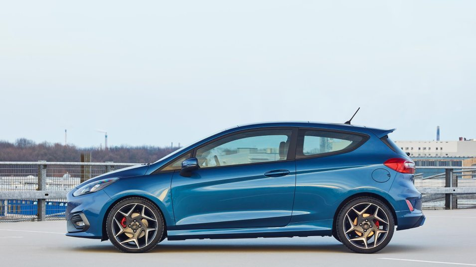 FORD_2017_Fiesta_ST_07-LOW