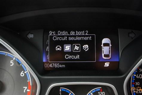Ford Focus RS interieur-22