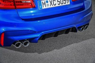 P90273020_lowRes_the-new-bmw-m5-08-20