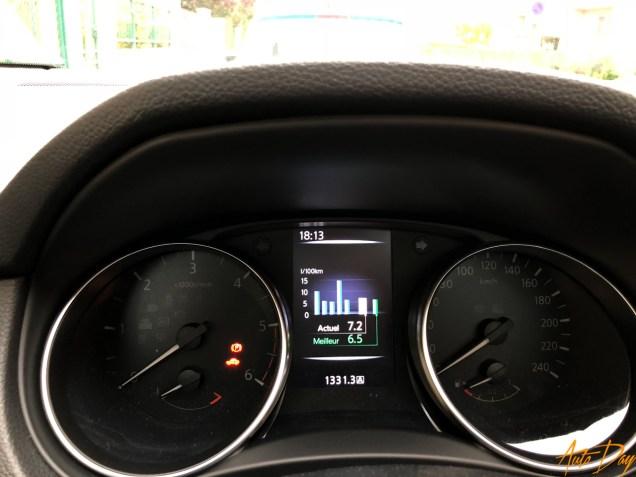 Nissan Qashqai Connect Edition-25