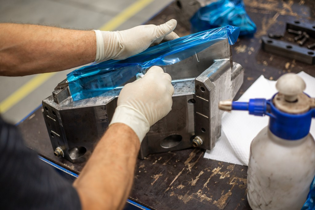 industrial-injection-mold-maintenance