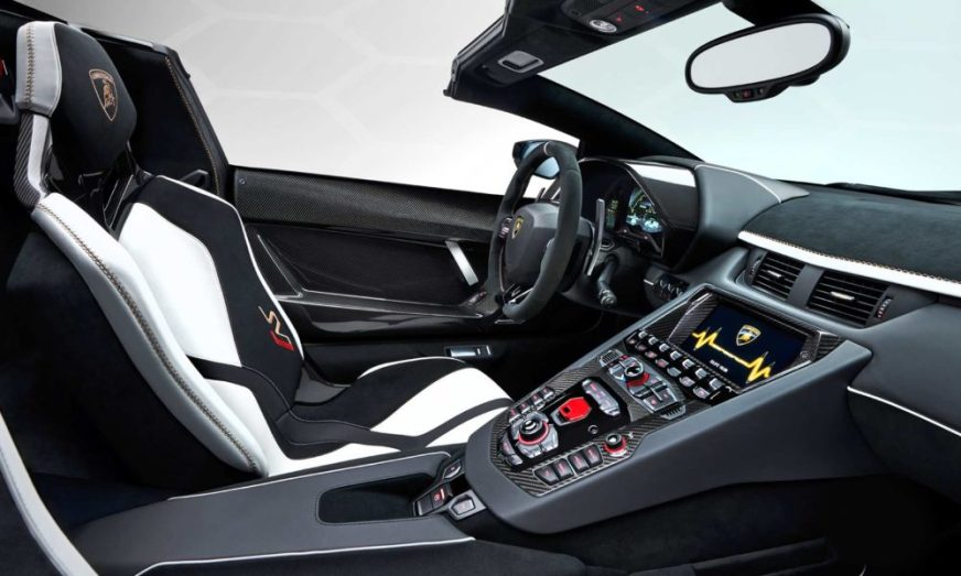 Huracan EVO and Aventador SVJ drop tops at Geneva - Autodevot