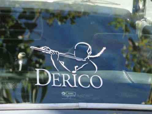 ... logotipo usado pelo músico Derico