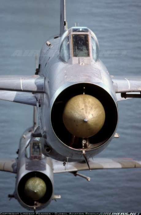 Linda imagem que mostra a área frontal reduzida para um bomotor (airliners.net)