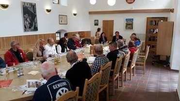 Na cabeceira o prefeito comandava a reunião