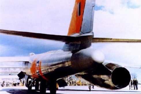 Orenda Iroquois montado no B-47 (avroarrow.org)