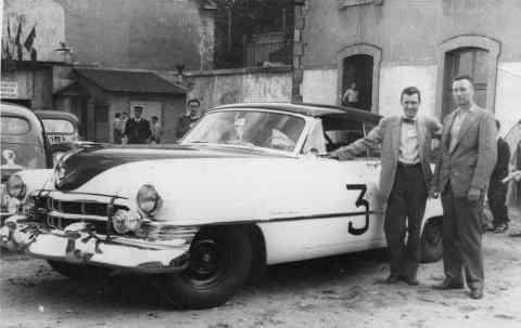 Miles e Sam Collier com o Cadillac (hemmings.com)
