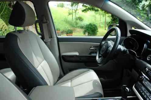 Posto de comando confortável, posição de carro normal