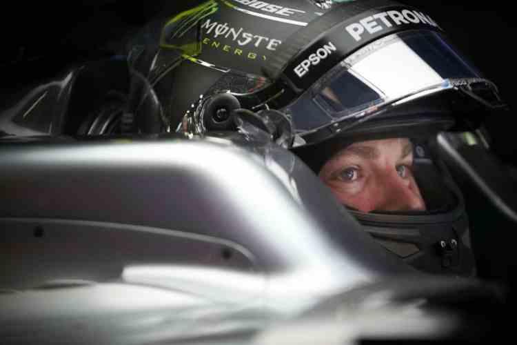 Rosberg tenta se manter isolado dos comentários mas seu nome já é mencionado como piloto da Ferrari para 2017 (foto Mercedes)