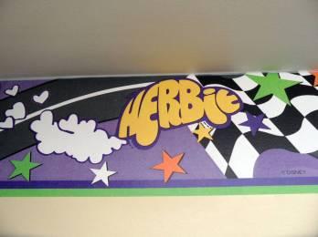 O nome Herbie formando o perfil do carro
