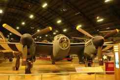 De Havilland Mosquito, obra de arte em madeira