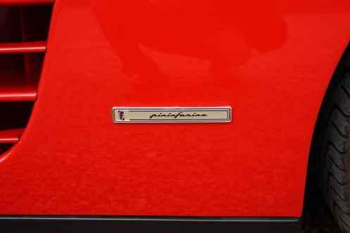 Plaqueta de Pininfarina, responsável pelo desenho do Testarossa