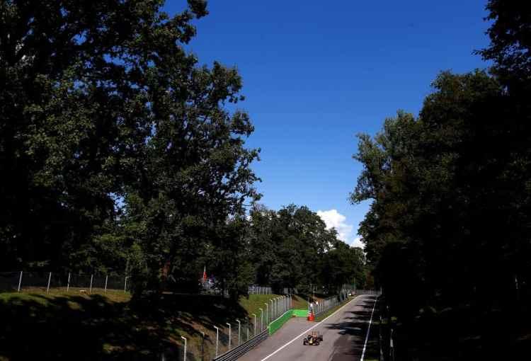 Monza, um dos últimos traçados dos anos 1950, sobrevive a um custo alto (Foto Red Bull /Getty Images)