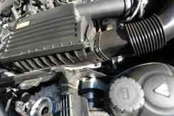 Filtro de ar e turbocompressor abaixo dele, invisível