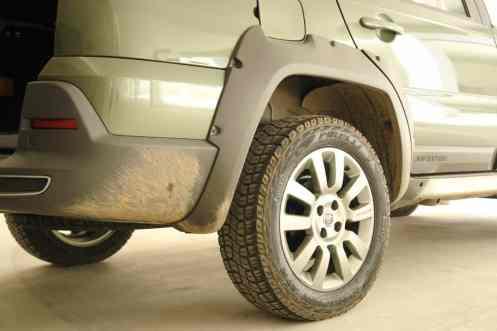 Molduras seguram sujeira das rodas