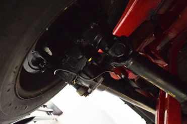 Detalhe da suspensão traseira de T1,5 ainda com caixa de redução nas rodas traseiras e com o uso de juntas universais