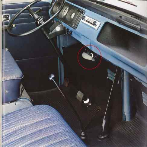 Acionamento do freio de estacionamento na T2 alemã de 1967 (Folder institucional Volkswagen)