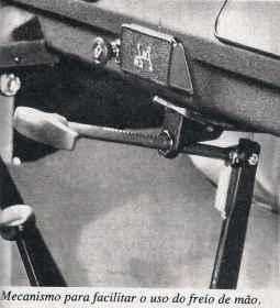 Finalmente, em 1983 o acionamento do freio de estacionamento é corrigido (Quatro Rodas de julho de 1983)