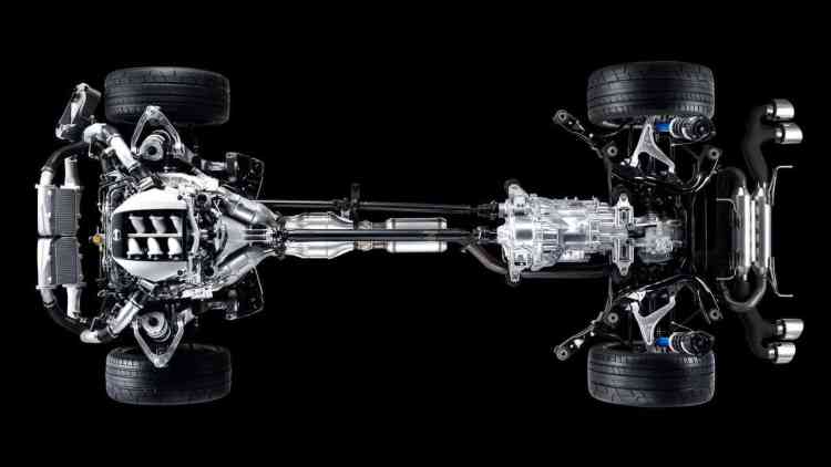 Motor na frente e caixa atrás para melhor distribuição de peso