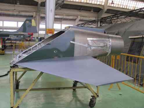 Estrutura traseira do F-5 com profundor