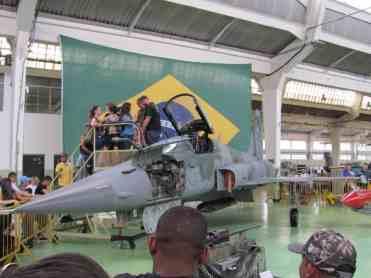 Foto no cockpit do F-5
