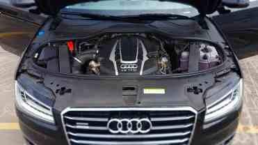 Audi A8 motor 01
