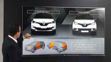 O engenheiro Antonio Fleischmann, vice-presidente de engenhari da Renault mostra os componentes comuns com o Captur europeu...