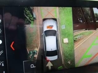 Câmeras tem imagem combinada por computador e mostram arredores quando há obstáculos próximos. Impressionante