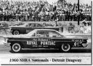Os Pontiacs correndo em 1960 representando a Royal Pontiac (The GeeTO Tiger)