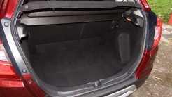 Porta-malas de 363 L é adequado; encosto do banco traseiro é dividido 2/3-1/3