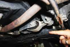 Limitador de reação do conjunto motor-câmbio ao torque