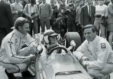 Graham Hill, Stewart ao volante e Jim Clark, seus mestres das pistas