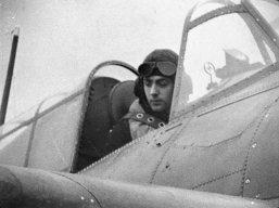 Na Segunda Guerra Mundial, piloto naval