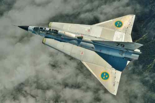 Um SK35C sem pintura em bela tomada superior (airpower.org)