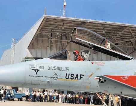 Antes da decolagem do primeiro protótipo, em 27 de julho de 1972 (Boeing/MDD)
