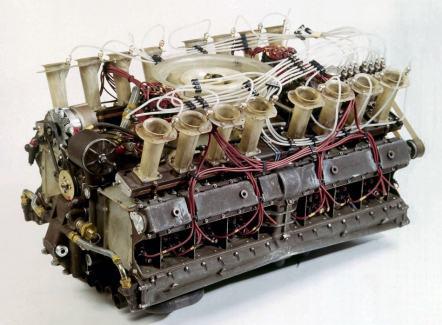 Motor de 16 cilindros (drive-my.com)