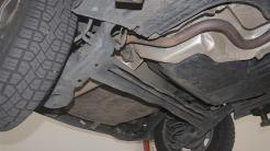 A barra estabilizadora traseira é integrada ao eixo de torção