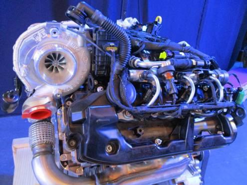 Turbocompressor na parte traseira do motor