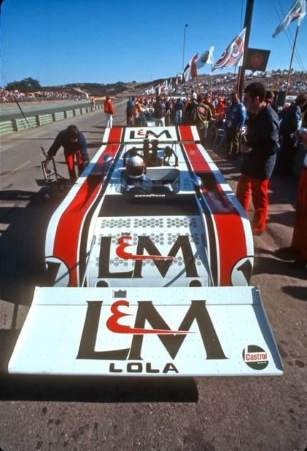 Jackie Stewart e o T260 com a enorme asa dianteira em Laguna Seca (primotipo)