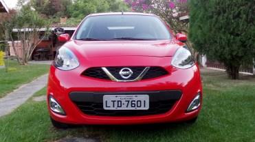 Grade dianteira diferente de qualquer outro Nissan, uma diversidade que agrada